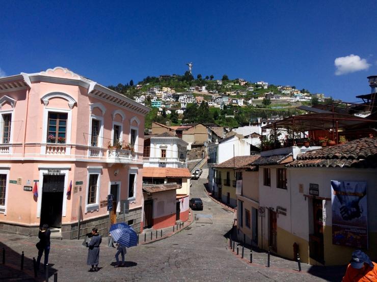 El Panecillo depuis la vieille-ville