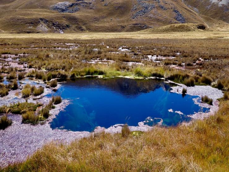 Lagune bleue à profondeur indéterminée
