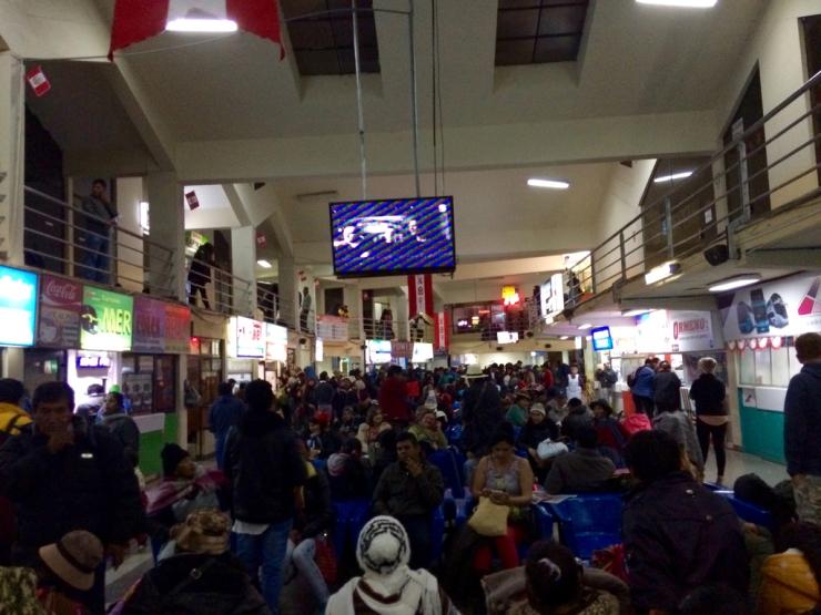 Terminal bondé de Cusco